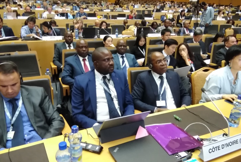 COTE D'IVOIRE /INTERNATIONAL/ LE MINISTRE  ISAAC  Dé PRONE  UN SECTEUR  POSTAL FORT A ADDIS-ABEBA